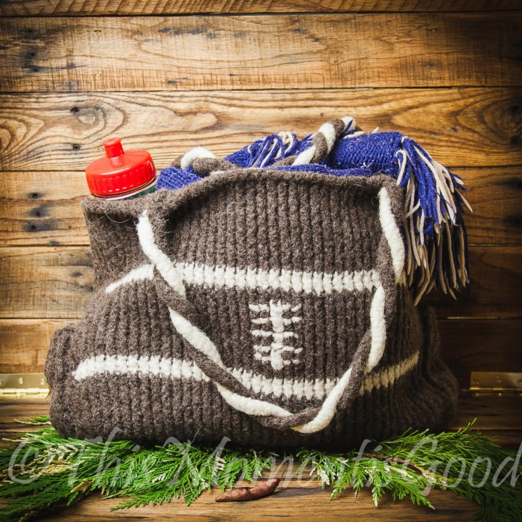 LOOM KNIT FOOTBALL THEMED TOTE PATTERN; FELTED TOTE PATTERN